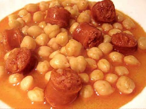 Garbanzo beans with chorizo catering