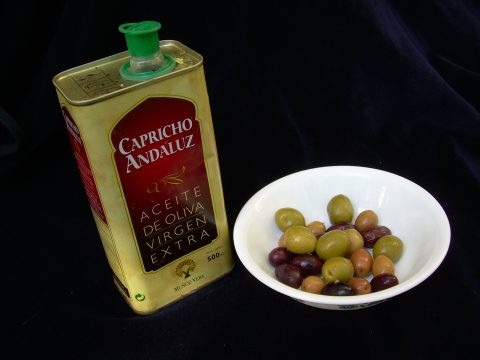 Spanish olives and olive oil served by Real Paella Catering